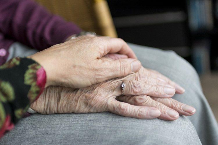 Comment bien assurer le maintien a domicile des personnes agees